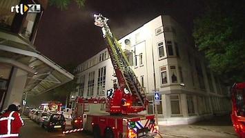 RTL Nieuws Mensen van balkons gehaald bij brand