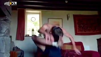 Editie NL Wereldrecord schoppen tegen je eigen hoofd
