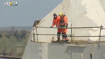 RTL Nieuws De nieuwe brug over de Waal bij Nijmegen wordt ingevaren