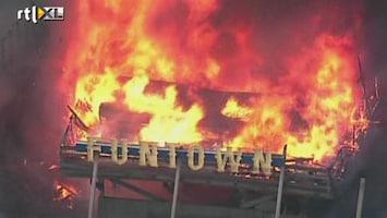 RTL Nieuws Gigantische brand legt pier in as