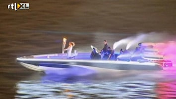 RTL Nieuws Beckham scheurt met vlam over Thames