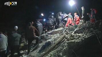 RTL Nieuws Overlevende gered uit puin aardbeving