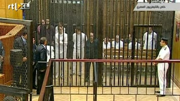 RTL Nieuws Mubarak voor de rechter in kooi