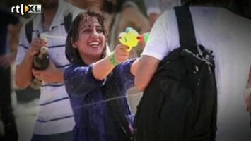 RTL Nieuws Iraanse jongeren gewapend met waterpistolen