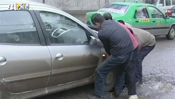 RTL Nieuws Putjesjager redt auto's