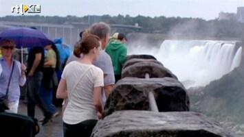 RTL Nieuws Vrouw valt in Niagara Falls