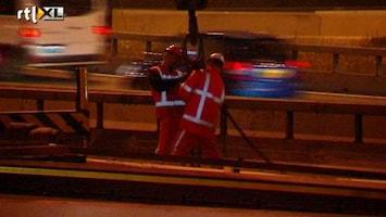 RTL Nieuws Chaos op A2 door gevallen betonplaat