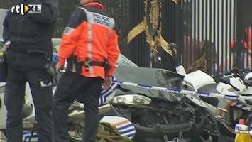 RTL Nieuws Auto rijdt in Brussel in op motoragenten