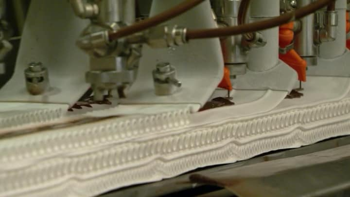Een kijkje achter de schermen: zo wordt Viennetta gemaakt