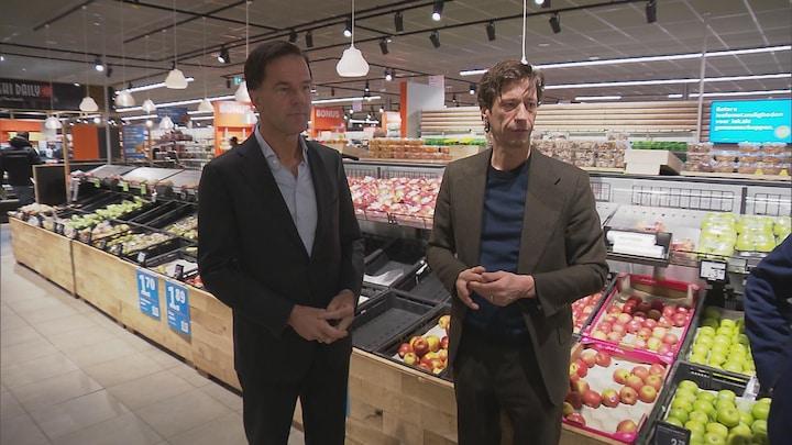 Rutte in supermarkt: 'Genoeg wc-papier voor 10 jaar poepen'