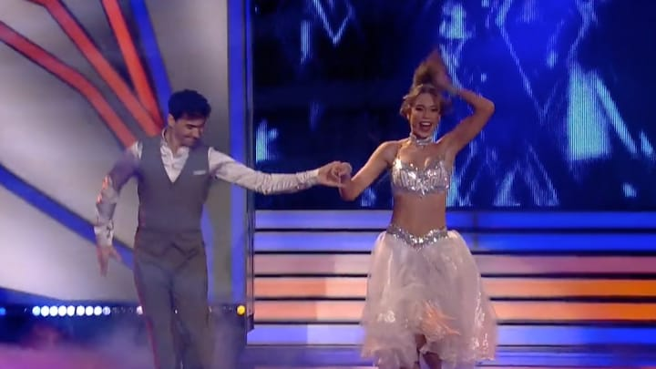 Loiza Lamers danst sterren van de hemel in Duits dansprogramma