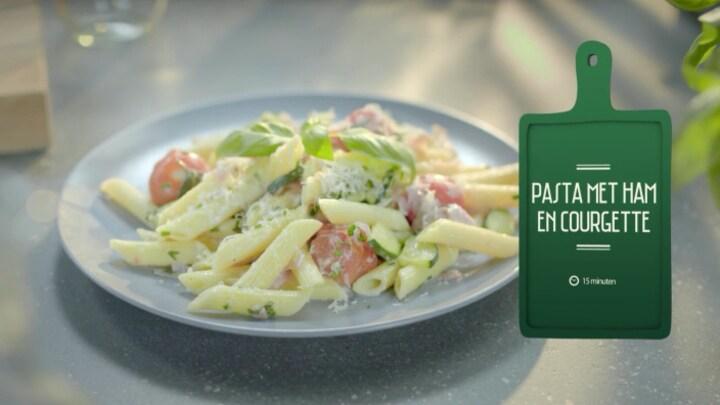 Afbeelding bij Uit Eigen Keuken: Pasta met ham en courgette (fragment)
