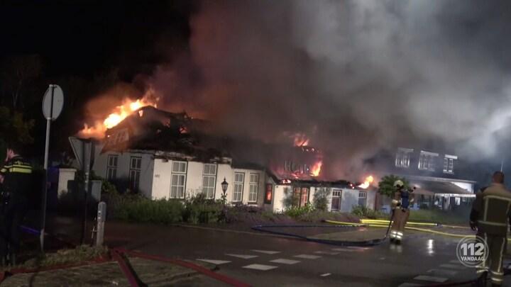 Brand verwoest een ooit zeer geliefd hotel in Wanneperveen