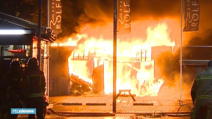 Winkelcentrum Musselkanaal verwoest door brand, verpleeghuis ontruimd