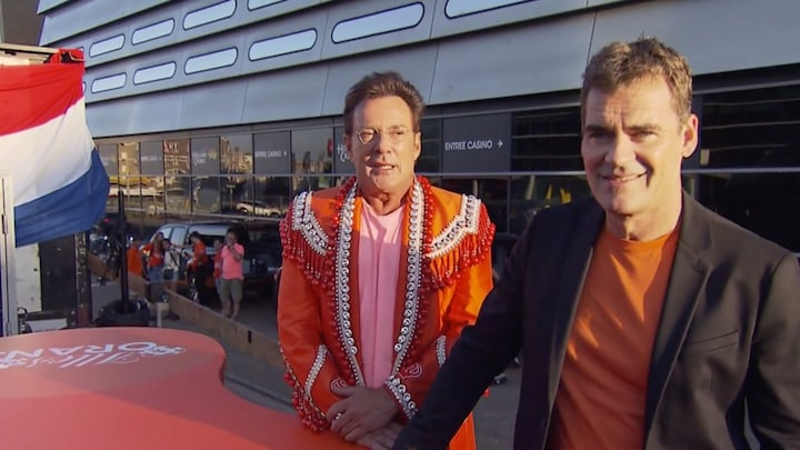 Gerard en Jeroen steken VOF de Kunst-hit in nieuw Oranje-jasje