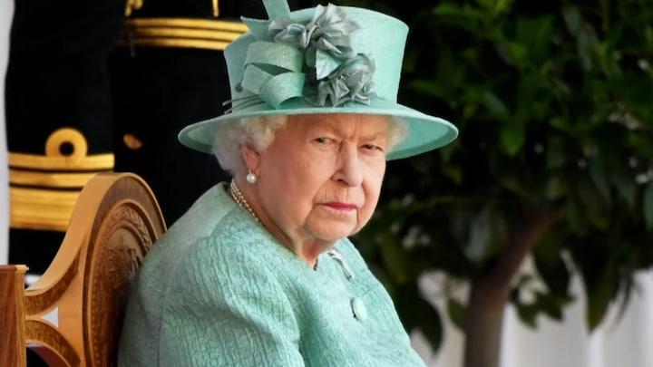 Queen Elizabeth (95) thuis uit ziekenhuis, weer druk aan het werk
