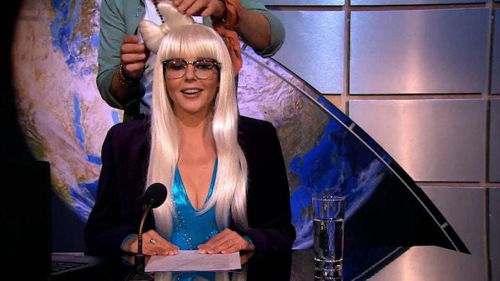 Chantal presenteert het journaal in een bijzondere outfit