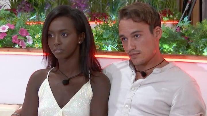 Remco in Love Island geconfronteerd met vriendin in Nederland