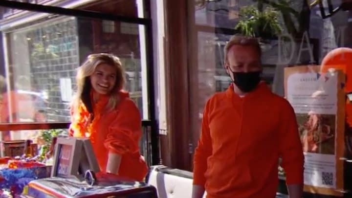 Dries Roelvink verrast Nicolette van Dam: 'Wat lekker!'