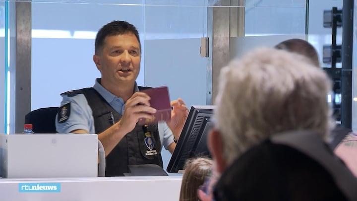Sneller langs paspoortcontrole: marechaussee zet burgers in bij grensbewaking