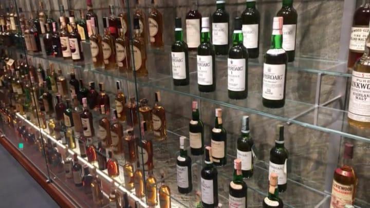 Whiskyliefhebbers opgelet: museum in Sassenheim toont topflessen