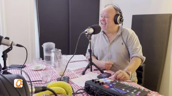 Paul de Leeuw betrekt zoon Toby bij zijn podcast