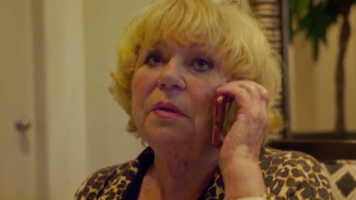 Jomanda 'heelt' Tineke de Nooij via de telefoon