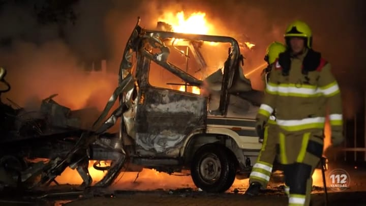 Camper gaat in vlammen op in Nijmegen