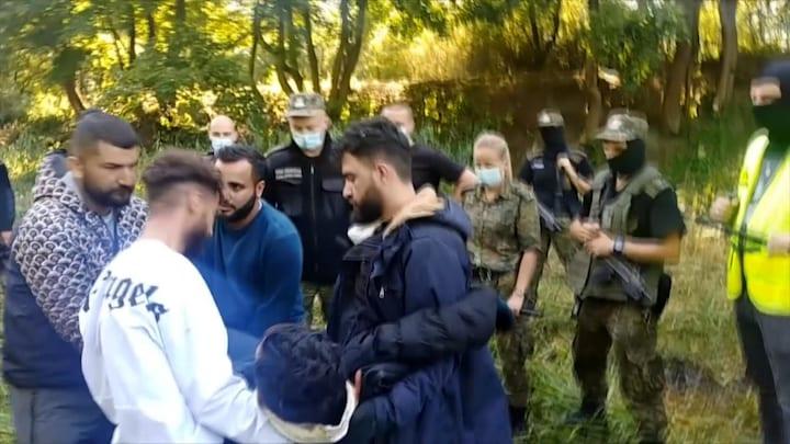 Massaal verzet in Polen tegen asielbeleid: 'We laten mensen sterven bij de grens'