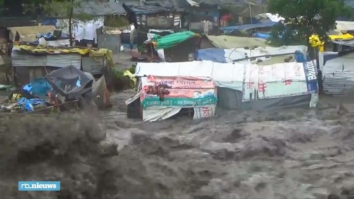 Rivier in India verandert plots in hevige modderstroom
