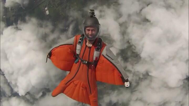 Fons van den Boom vliegt hoog in de lucht