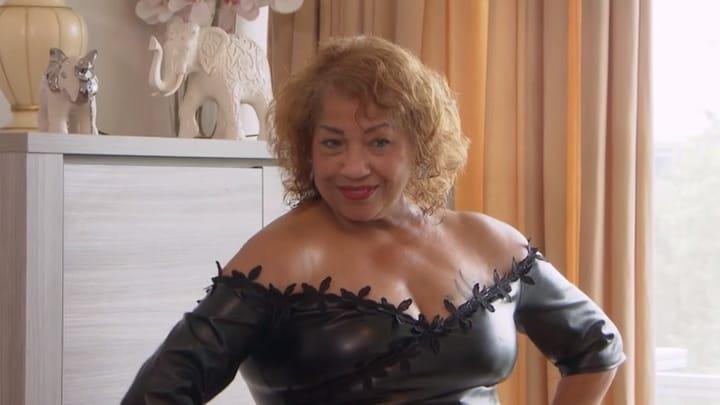 Flamboyante Ingrid doet sexy fotoshoot op straat