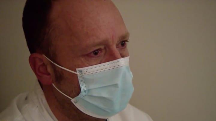 Tranen bij Richard Groenendijk door huwelijk in ziekenhuis