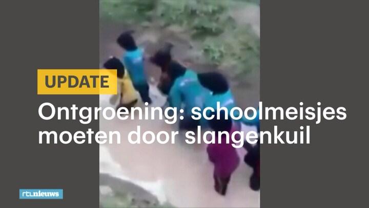 Afbeelding bij RTL Nieuws: Schoolmeisjes moeten als 'ontgroening' dwars door slangenkuil (fragment)