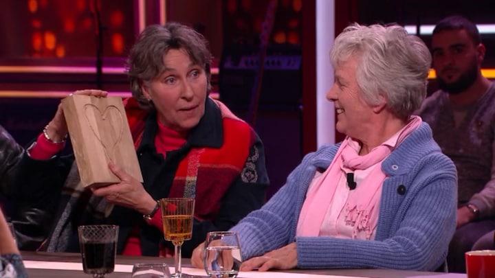 Noudje en Doris krijgen villa's aangeboden voor opvang demente...