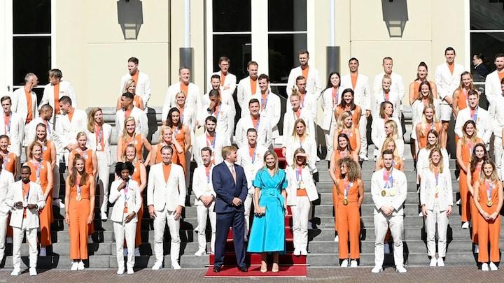 Koningspaar onderbreekt vakantie voor huldiging olympiërs