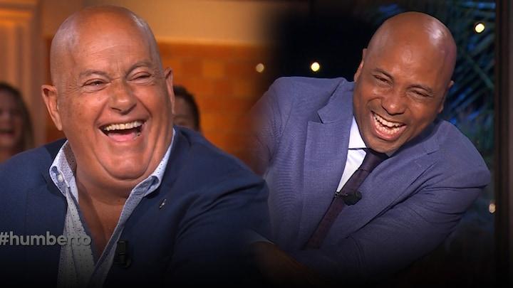 Slappe lach aan tafel om grappige vraag!