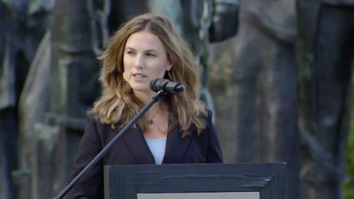 Kelly de Vries houdt toespraak na stille tocht Tanja Groen