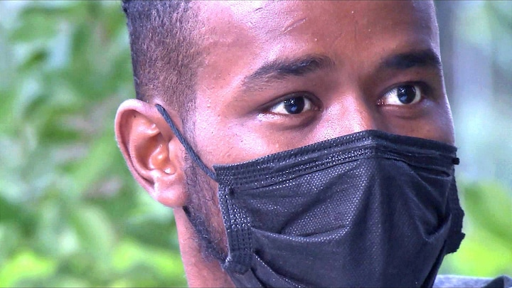 Hamza (17) werd illegaal Europa uitgezet door gemaskerde mannen: 'Ze sloegen me'